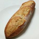 61996840 - 道産小麦のミニバゲット(190円)