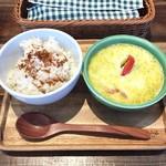 ソルティ サニー ボンダイ カフェ - 鶏むね肉と野菜のグリーンカレー(ミニサラダ付) @1,000円