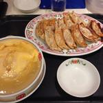 餃子の王将 - 餃子2枚とジャストサイズ天津飯塩だれ 2017.1