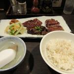 炭焼牛たん 東山 - 「牛タン三昧定食」1390円。