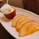 カフェアンドバー とまり木 ひなた - りんごのハニーバターソテー(アイス付)