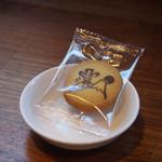 コメダ珈琲店 - 豆の代わりのクッキー