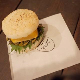 【こだわり①】道産食材にこだわったライスバーガー