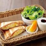 さかい珈琲 - スペシャルモーニングトースト(ハムとタマゴのホットサンド)