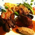 長崎 ペリニィヨン - 北海道羅臼の蝦夷鹿のステーキと煮込み ソースピカント