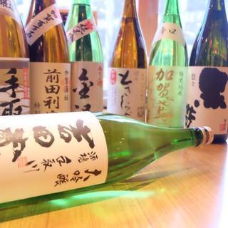 地酒の種類も豊富。新鮮魚介料理と美味しいお酒をご堪能ください
