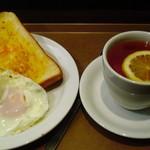 ホリーズカフェ - モーニング☕セット目玉焼き
