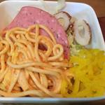 とんちゃん - スパゲッティ、ハム、ちくわ、キャベツ、お新香
