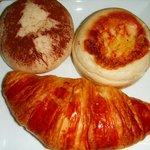 6201517 - クリームチーズパン、明太ポテトパン、クロワッサン