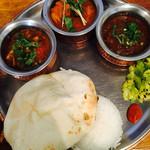 shiva curry wara - ランチ(三種カレー/チーズクルチャ)