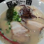 貴太郎 - あっさり本場博多らーめん コーちゃん650円を麺かためで