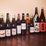 バダローネ - ワインも日本酒もグラスで色んな味を楽しんでください。