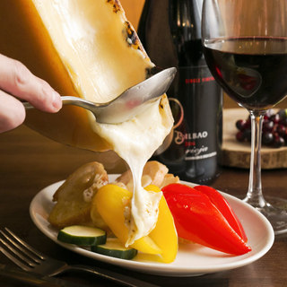【名物】ラクレットチーズ(バケット、赤身肉にもかけられます)