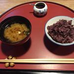 粟 - 味噌汁と古代米ご飯