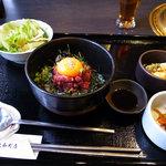炭火焼肉 明月苑 - ユッケ丼(ハーフ、ランチ)