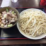 62025533 - 肉汁うどん 中 ¥880-