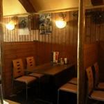 キッチンズバー リーヴ - 仕切られたテーブル席
