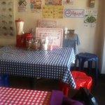 路地裏のタイ料理とお酒 バナナ食堂 - まさに屋台感覚?