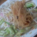 6203586 - 麺は中麺縮れ麺で、断面は∞型みたいにイビツ、加水率低め。