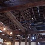 天道 - 内観写真:雰囲気のいい柱や梁を見せた落ち着いた店内