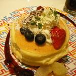 ロカンダ - Mixベリーと塩キャラメルのエスプーマ添えパンケーキ