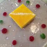 62030358 - チーズケーキにベリーそーす