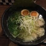 SALT - ワンタン麺+半熟卵