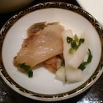 銀座アスター - [料理] 香の物 (搾菜 & 大根)