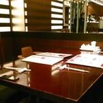 銀座アスター - [内観] 店内 テーブル席 ①