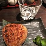 串処 権鹿 - 焼きおにぎり 350円。