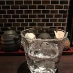 串処 権鹿 - 克芋25度(ロック)580円。