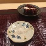 62039347 - 佐島蛸、好みで塩で