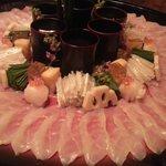 6204445 - てっさとフグのおつまみ数種類、小さなお寿司達
