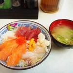 水口寿志亭市場の食堂  - 海鮮ちらし