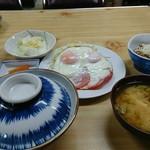 かわら食堂 - 料理写真:ハムエッグ定食+納豆。