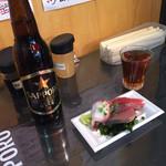魚草 - ラッパ飲みビールと刺盛り(^∇^)