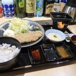 62049710 - 手前の三つ仕切り薬味皿には、昆布だし醤油と山ワサビ醤油、真ん中には自分でガリガリ岩塩。