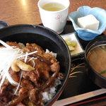 ひさご - 豚なんこつ丼 500円