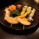 焼肉 燕 - 野菜盛です。肉に合います。
