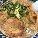 轍 - 料理写真:鶏白湯醤油ラーメン ¥790
