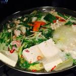 厳選地鶏とレモンサワー 魚鳥や - totoriya:鶏鍋