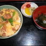 賀茂川 - 親子丼700円(ファン多し)