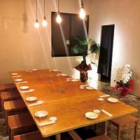 てっぱんやき 羽形屋 - 12名座れる大テーブル