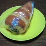 ベーカリー ドミナ - チョココロネ 130円