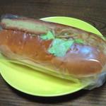 ベーカリー ドミナ - コロッケ&焼きそばサンド 180円