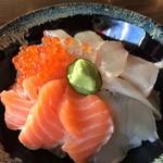 62059080 - 三食丼(ひらめ/しまあじ/サーモン)+イクラ