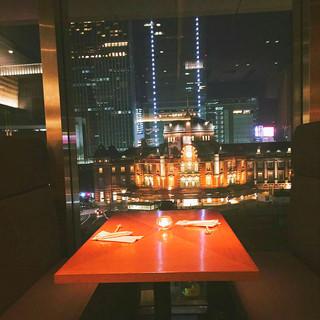 東京駅直結東京駅を望める窓際BOX席は特別な日のお食事に最適