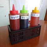 ロケット チキン - テーブルの調味料2017.02.02