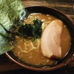 介一家 - 料理写真:ランチメニューのラーメン(味の濃さ:普通・油の量:すくなめ・麺の硬さ:普通)