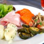 ナポリスタカ - ランチの前菜ビュッフェ(控えめな盛り付け)